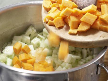 Deftiger Gemüseauflauf mit Brot: Zubereitungsschritt 3