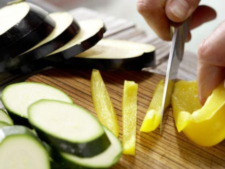Dinkelpizza mit Antipasti: Zubereitungsschritt 3