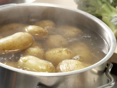 Ei im Kartoffelnest: Zubereitungsschritt 1