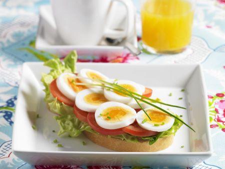 Eierbrot mit Tomaten