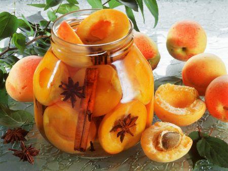 Eingelegte Aprikosen