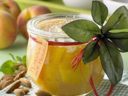 Eingemachte Mandel-Pfirsiche