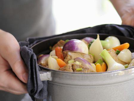 Eintopf mit Kalb und Gemüse auf französische Art