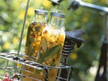 Eistee mit Pfirsich, Nektarine und Basilikum