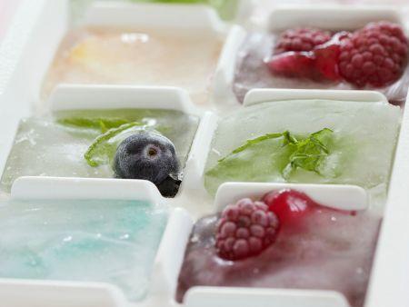 Eiswürfel mit Früchten