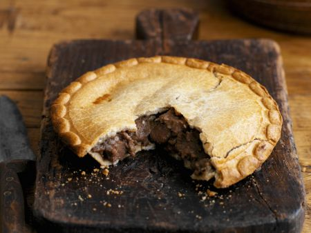 Englische Rindlfeischpastete (Steak and Ale Pie)