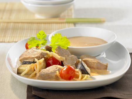 Entenbrustfilet mit Bambussprossen, Tomaten und Kokossoße