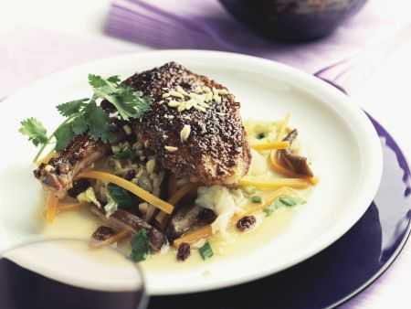 Entenkeule im Chili-Erdnuss-Mantel und Gemüse