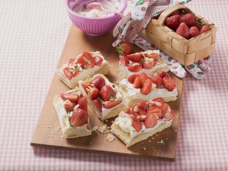 Erdbeer-Blätterteig-Schnitten