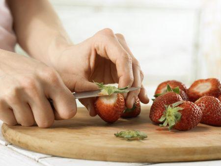 Erdbeer-Frischkäse-Schnitten: Zubereitungsschritt 1