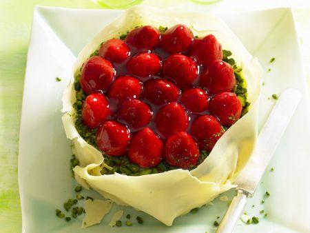 Erdbeer-Pistazien-Torte mit weißer Schokolade
