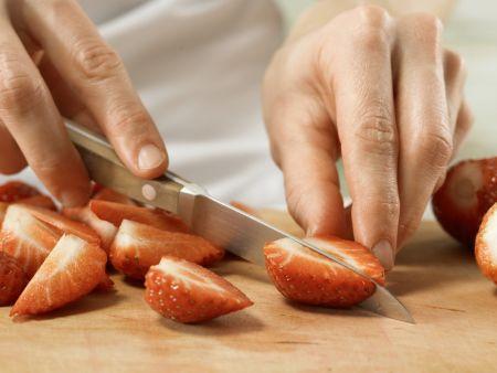 Erdbeer-Rhabarber-Grütze: Zubereitungsschritt 3