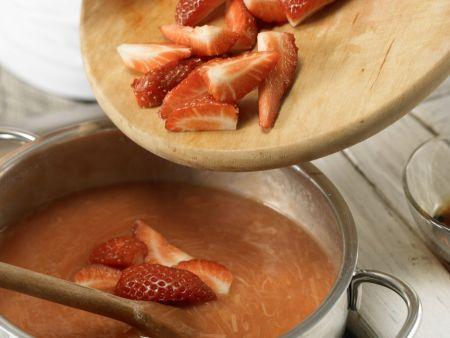 Erdbeer-Rhabarber-Grütze: Zubereitungsschritt 8