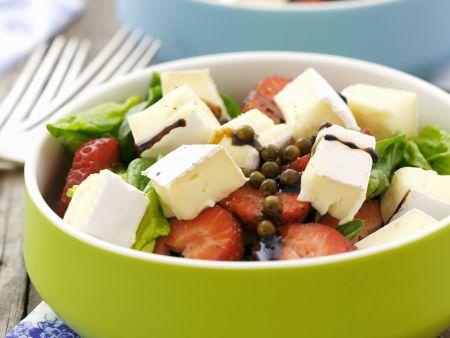 Erdbeersalat mit Balsamico und Brie