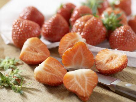 Erdbeertorte mit Limettenguss: Zubereitungsschritt 5