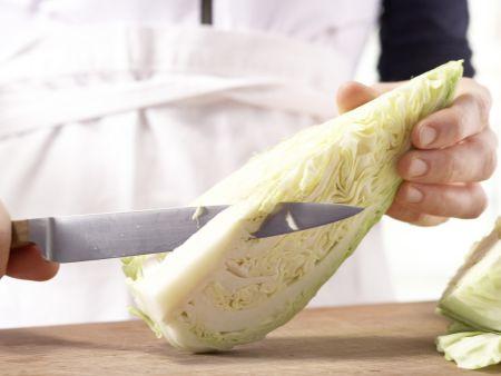 Farfalle-Nudeln mit Spitzkohl: Zubereitungsschritt 2