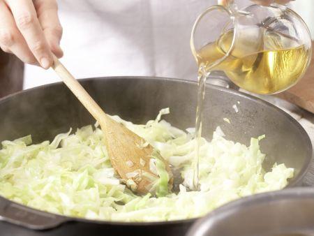 Farfalle-Nudeln mit Spitzkohl: Zubereitungsschritt 3