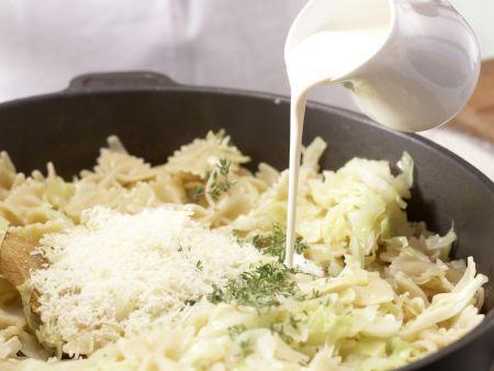 Farfalle-Nudeln mit Spitzkohl: Zubereitungsschritt 7