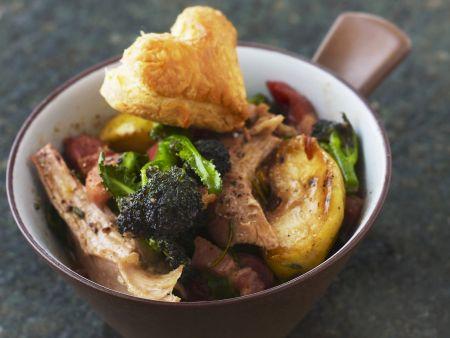 Fasanen-Gulasch mit Brokkoli und Herzgebäck