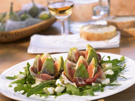 Feigensalat mit rohem Schinken, Mozzarella und Rucola