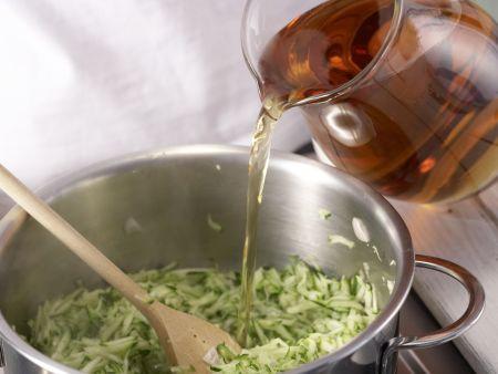 Feine Zucchinicremesuppe: Zubereitungsschritt 7