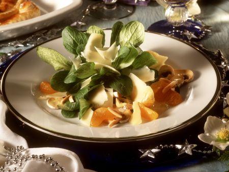 Feldsalat mit Mandarinen und Käse