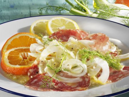 Fenchelsalat mit Salami und Zitrusfrüchten