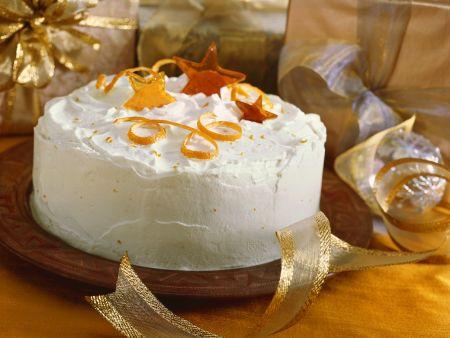 Festliche Torte mit Orangenschale und Karamellsternen