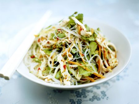 Feuriger Glasnudel-Hähnchen-Salat mit Koriander
