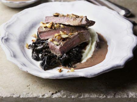 Rezept: Filet vom Hirsch mit getrockneten Pflaumen und Kartoffelbrei
