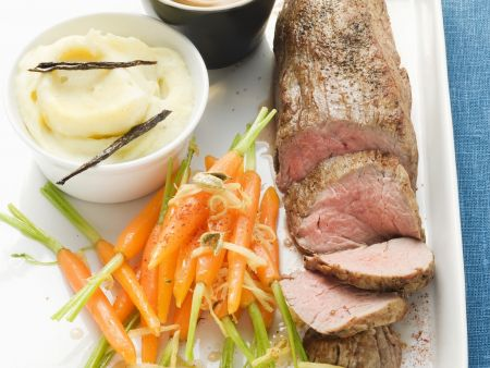 Filet vom Kalb an Cognacsoße und Kardamon-Karotten