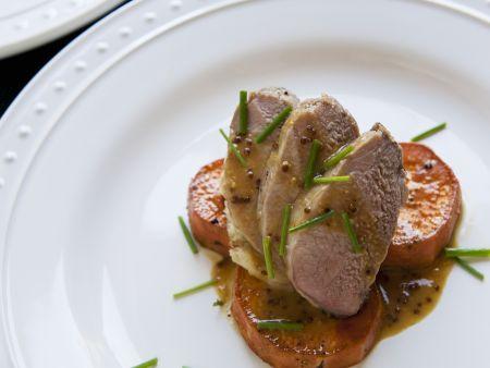 Filet vom Schwein mit Süßkartoffeln und Senfsoße