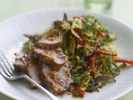 Filet vom Schwein mit Wirsing und Sesam