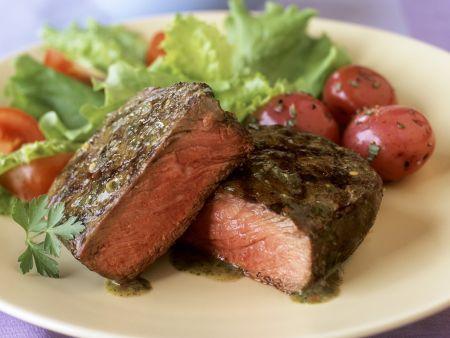 Filetsteak vom Rind mit Kräutersauce
