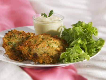Fisch-Kartoffel-Küchlein mit Joghurtdip und Lollo Bianco