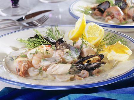 Fisch-Meeresfrüchte-Pfanne mit Dillsoße