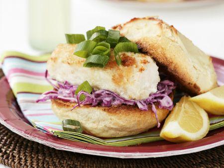 Fischburger mit Krautsalat nach britischer Art