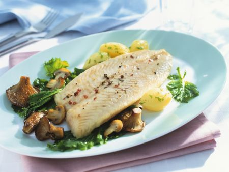 Fischfilet mit Pilzgemüse und Kartoffeln