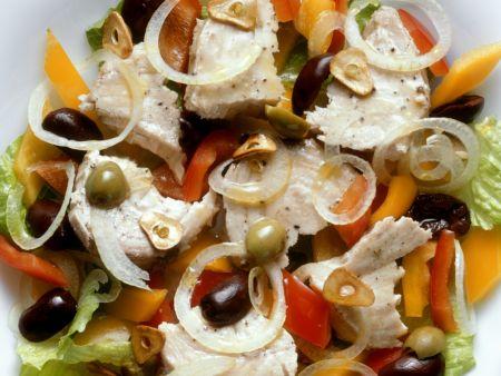 Fischsalat mit Oliven auf spanische Art