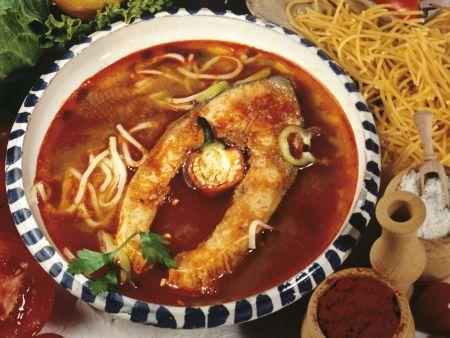 Fischsuppe mit Karpfen auf ungarische Art