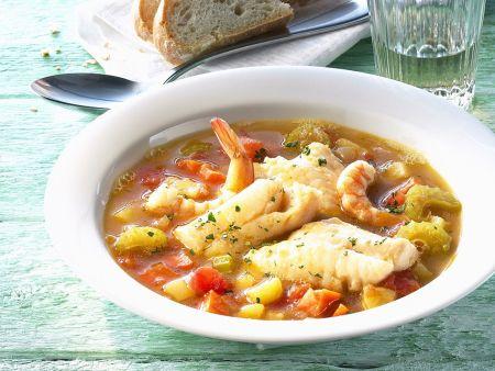 Fischsuppe mit Shrimps und Gemüse