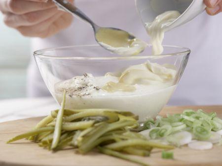 Fleischsalat mit Kräutern: Zubereitungsschritt 2