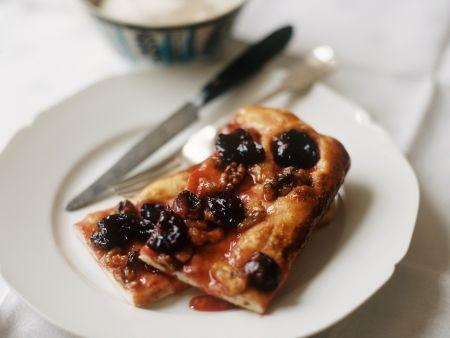 Focaccia mit Weintrauben und Nüssen