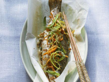 Forelle auf asiatische Art gebacken