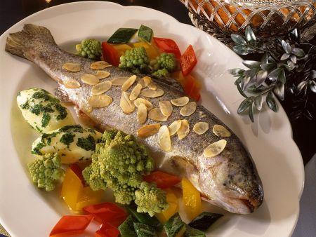 Forelle mit Gemüse und Mandelbutter