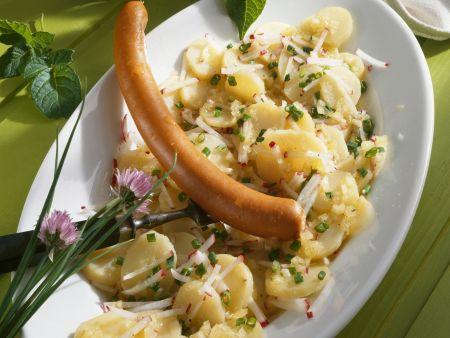 Frankfurter Würstchen auf Kartoffelsalat