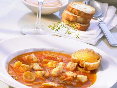 Französische Fischsuppe (Bouillabaisse) mit Rouille