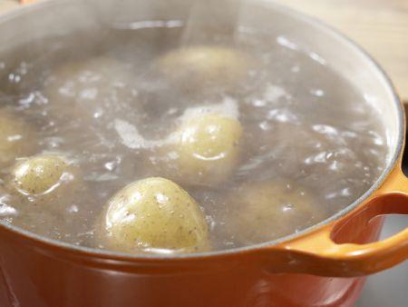 Frikadellen mit Gemüserahm: Zubereitungsschritt 1