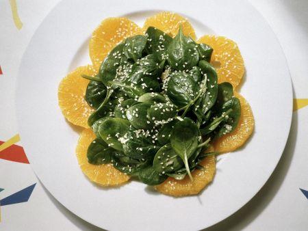 Frischer Spinatsalat mit Orange