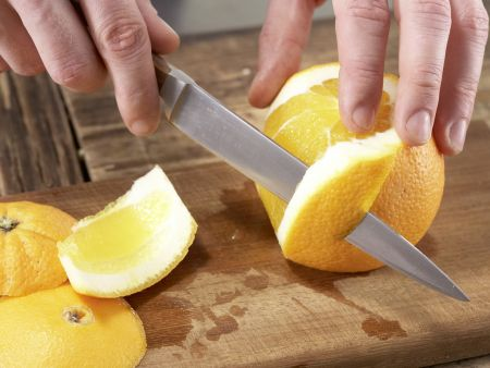 Frischkäsebällchen auf Salat: Zubereitungsschritt 3